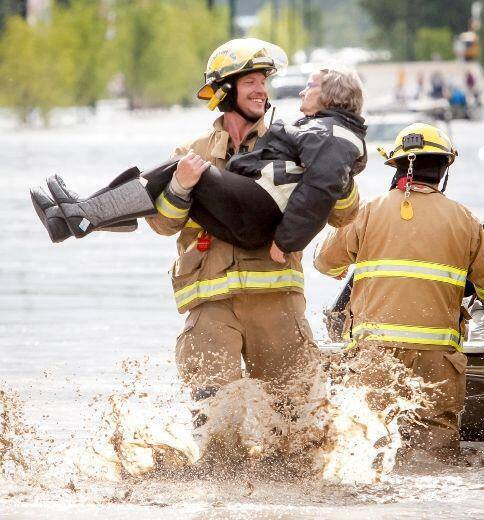 A beautiful picture, posted in YYC FLOOD Relief page on FaceBook. Click the photo to link to the page, not to forget the many other pages on Facebook that are there to help the cities/towns victims of the Alberta flooding.